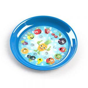 Голяма пластмасова чинийка с интересна декорация за децата