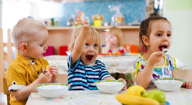 detski pribori za hranene